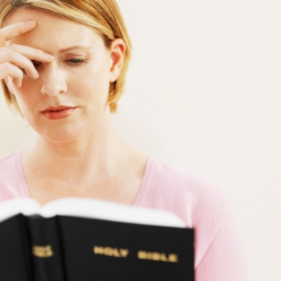 woman_read_bible-400x400